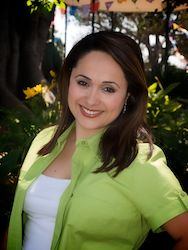 People | Elizabeth Espinosa Joins as Host for CNN Latino